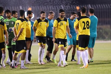 برگزاری تمرین شاداب ملی پوشان فوتبال در دمای ۳۶ درجهای منامه